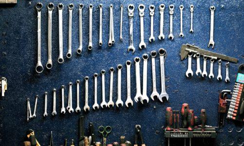 Essentiële hulpmiddelen voor een autogarage